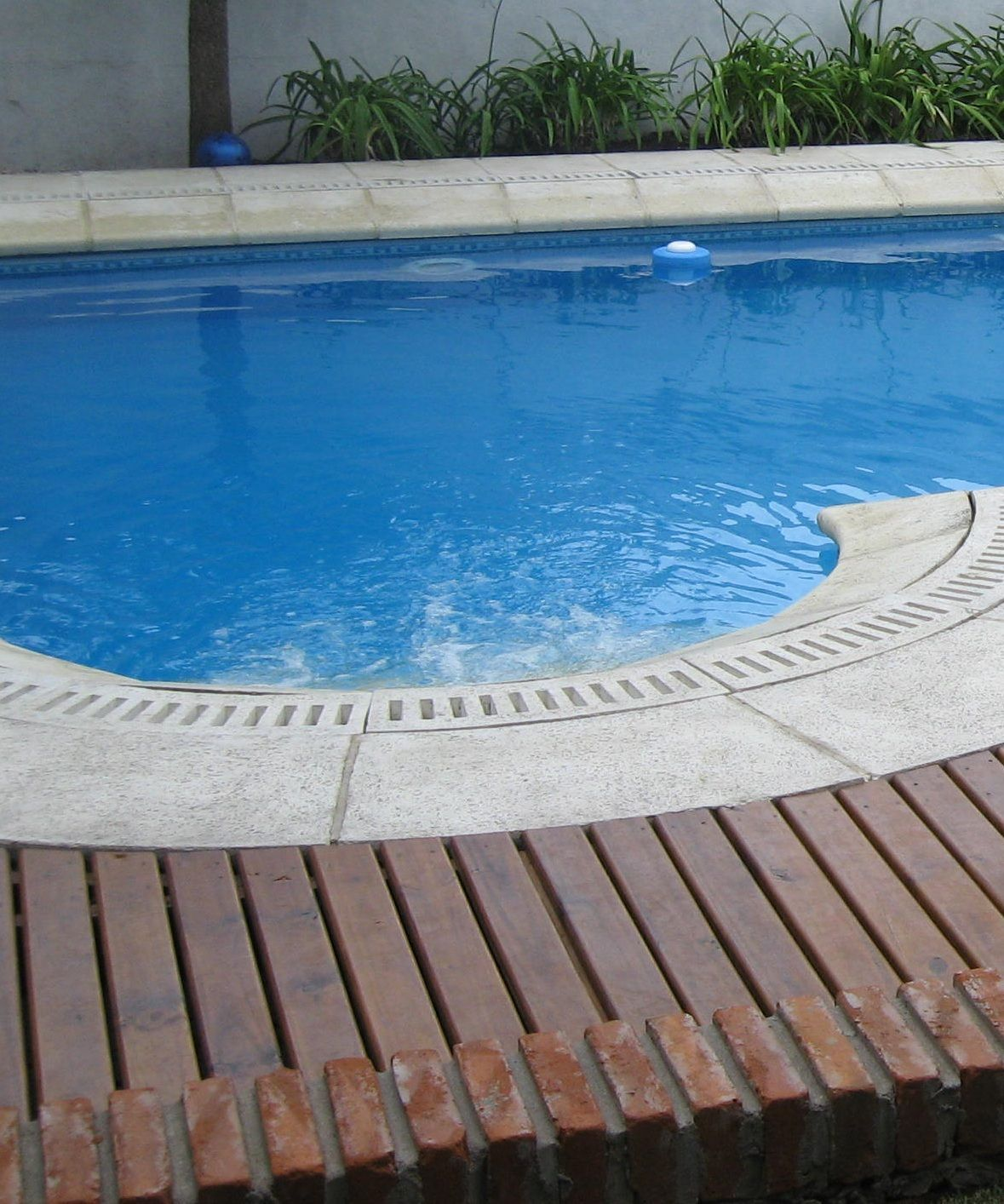 Bordes curvos c ncavos y convexos bordes de piscina for Bordes de piscina